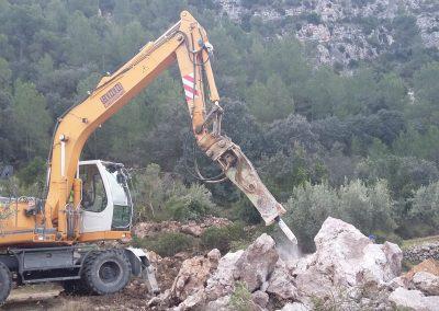 Excavadora giratoria con martillo hidraulica